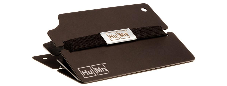 fa9d6dad45446 Ten portfel składa się z elastycznej gumki oraz metalowych lub carbonowych  płytek